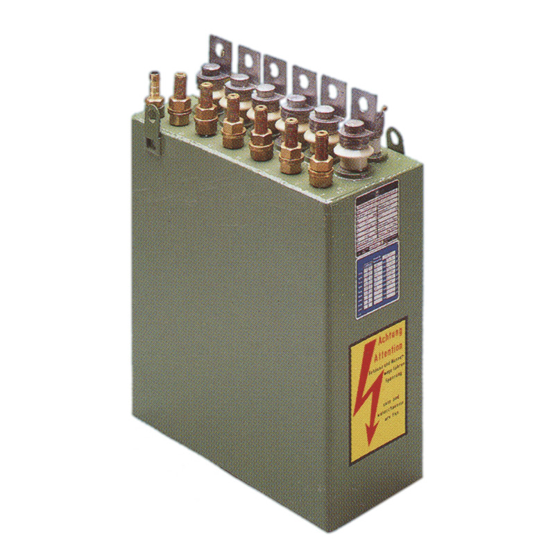 High power capacitors cooled with liquid for inductive heating