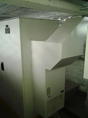 Klimatyzator TEXA zabudowany na szafie serwerowej